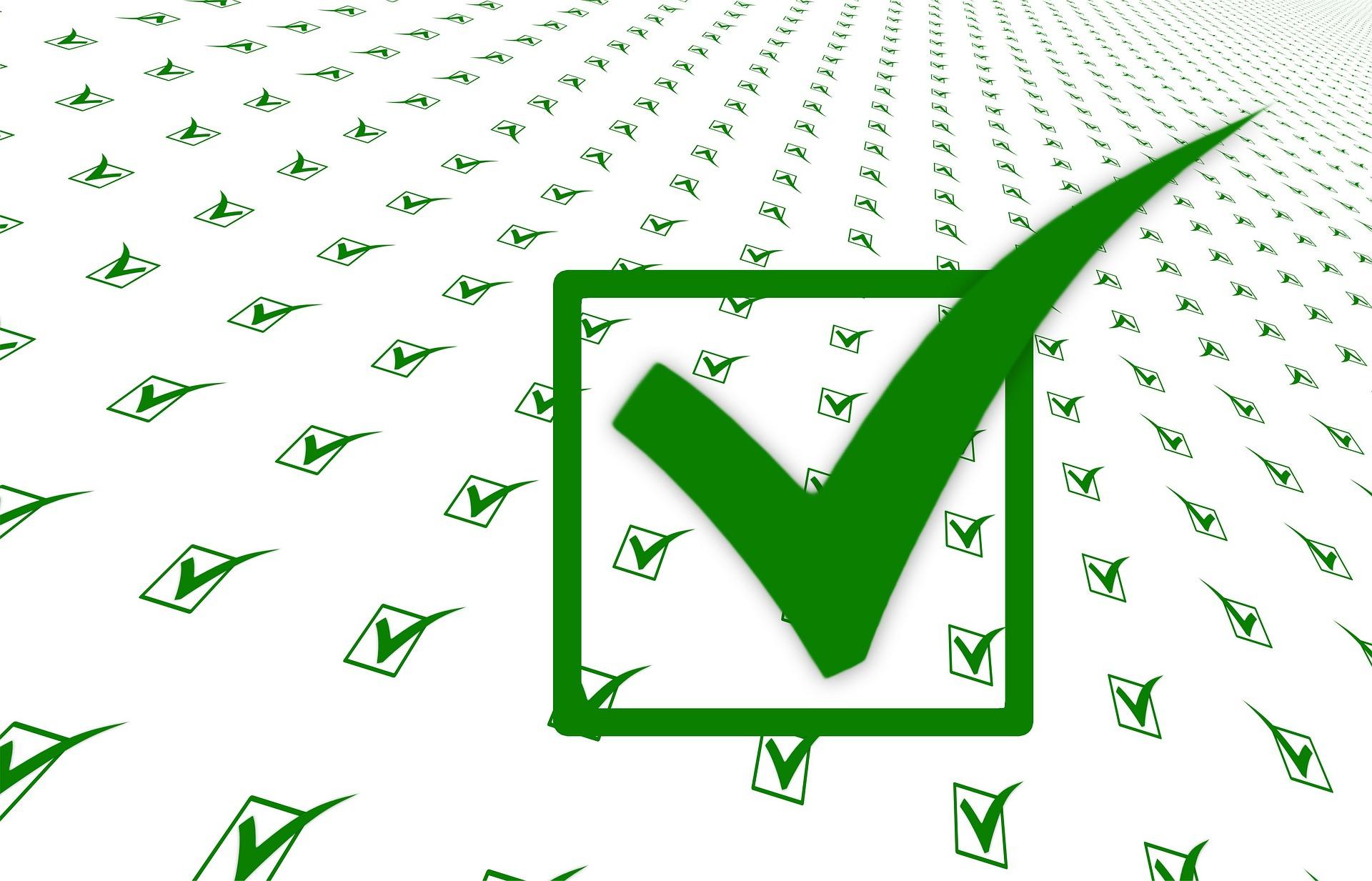 Hausbau Checkliste grüner Haken